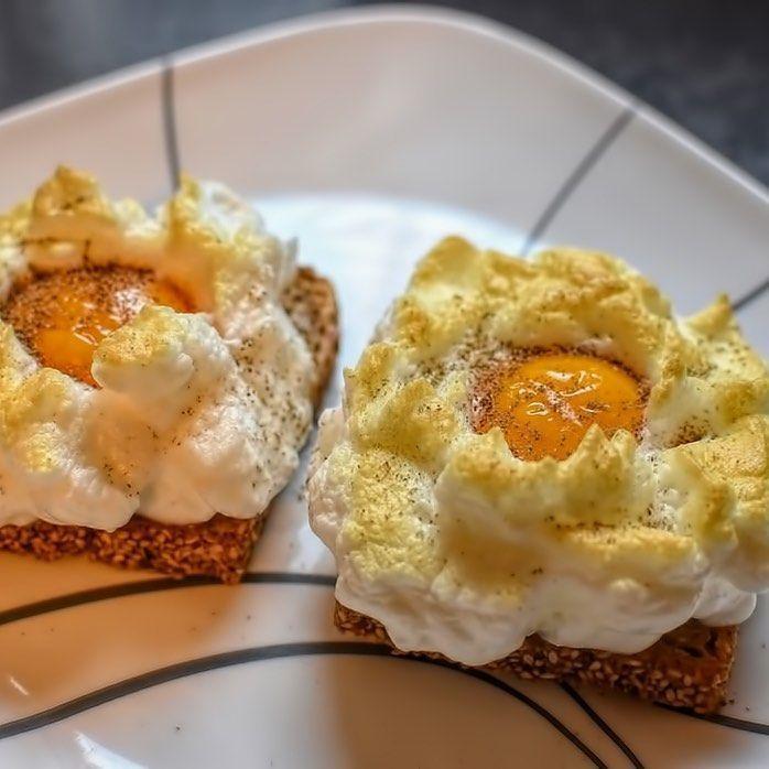 Les cloud eggs : des œufs tendance sur un nuage ! Véritables stars du moment, les cloud eggs débarquent sur insta.  Recette complète sur Duracuire.com  #recipe #recette #food #instafood #foodporn #oeufs #egg #eggs #omelette #pancakes #crepes #sauce #friedeggs #scrambledeggs #breakfast #diner #healthy #healthyfood #gastronomy #desert #foodie #cloudegg #cloudeggs #cloudeggs Les cloud eggs : des œufs tendance sur un nuage ! Véritables stars du moment, les cloud eggs débarquent sur insta.  Re #cloudeggs