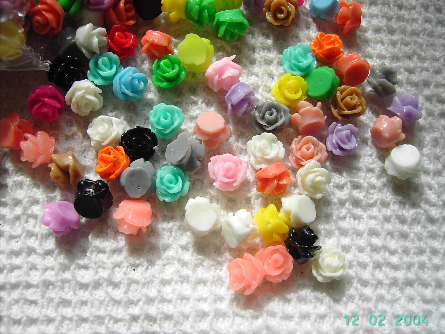 50 Resin Rose Bud Cabochons 6mm mixed colours | Rose buds, Color mixing, Beaded flowers