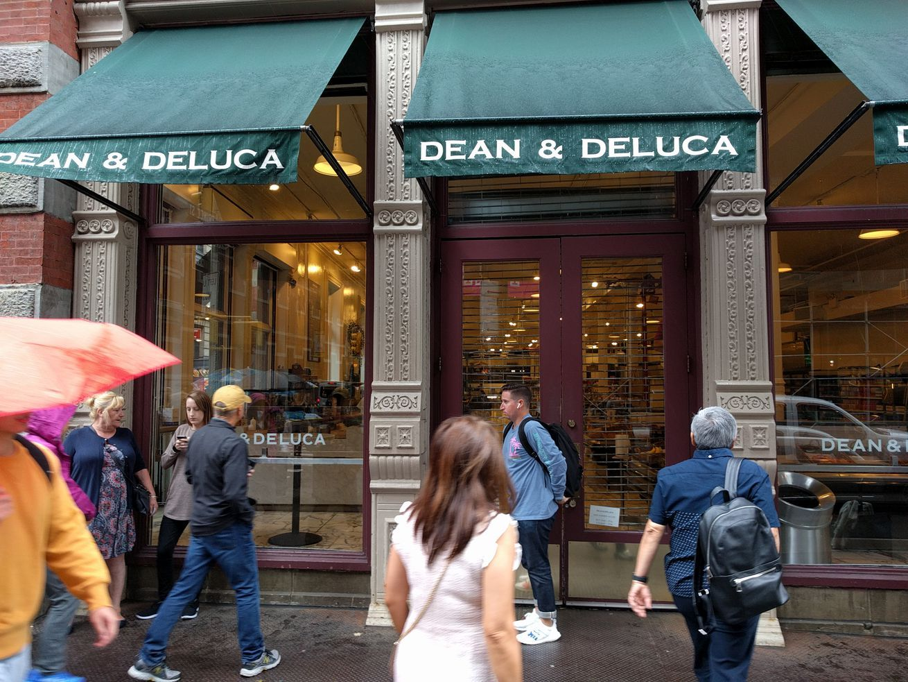 Dean & DeLuca Aims for an NYC Comeback by Filing for