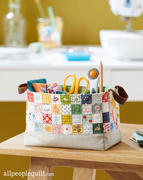Your sewing supplies will always be close at hand in a portable caddy sized just right for fat quarters. Interior pockets provide spaces for your favorite notions. Designer: Heidi Staples of Fabric Mutt. Finished size: 6×8×5-1⁄2