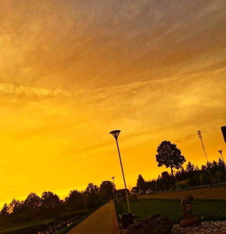 gelber Himmel #yellowaestheticvintage