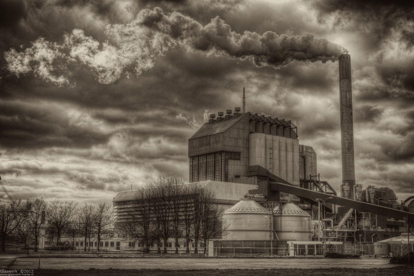 Electrabel kolencentrale gezien vanaf de Waalzijde
