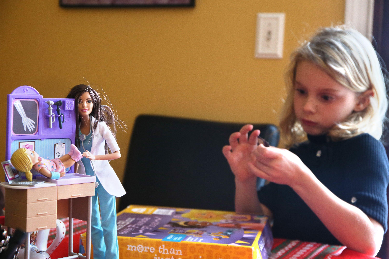 Newsela | Muñecas STEM para niñas con intereses profesionales
