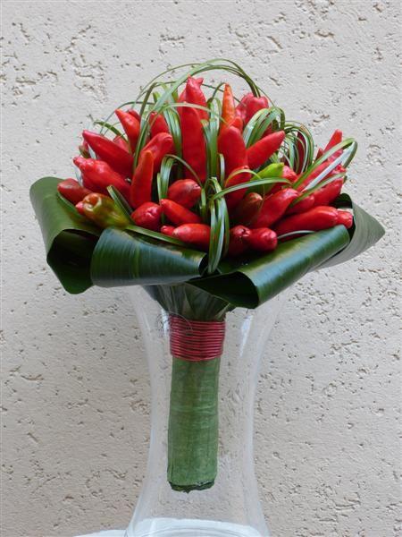 Mazzo Di Fiori Con Peperoncini.Bouquet Da Sposa Con Peperoncini Piccanti Decorazione Festa Di