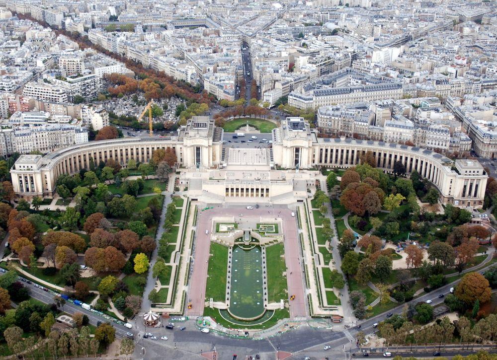 Palais de Chaillot vue du sommet de la tour Eiffel, Paris, France