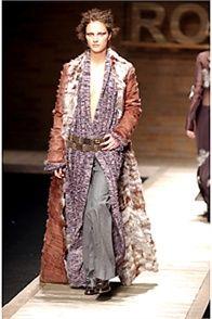Laura Biagiotti - Fall Winter 2002/2003 Ready-To-Wear - Shows - Vogue.it #Fashion #LauraBiagiotti #Biagiotti