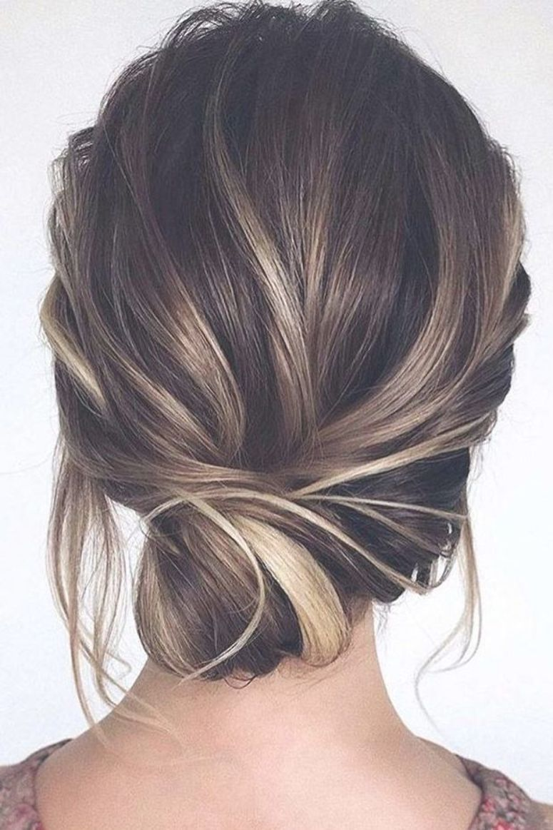 wedding guest hairstyles simple low side bun tonyastylist #sideUpdos #lowsidebun…