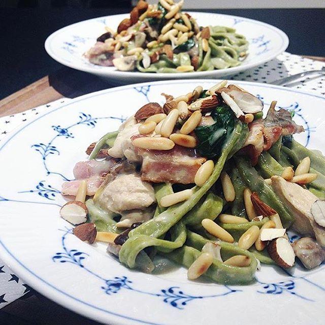 WEBSTA @ juliebruunsblog - Hvis der er en som laver rigtig meget mad fra min blog og gang på gang tagger mig i sine billeder, så er det @frk.moeller ❤️😄 kæmpe tak, og fantastisk du kan bruge alle opskrifterne. Her har hun lavet pasta med svampe, hvidløg og kylling 🍴uhm..