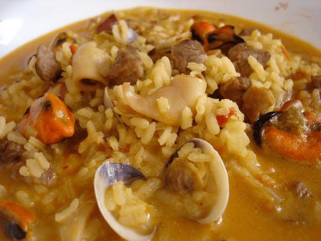 Un delicioso arroz caldoso con magro de tomate. El mejor arroz caldoso que he probado jamás.