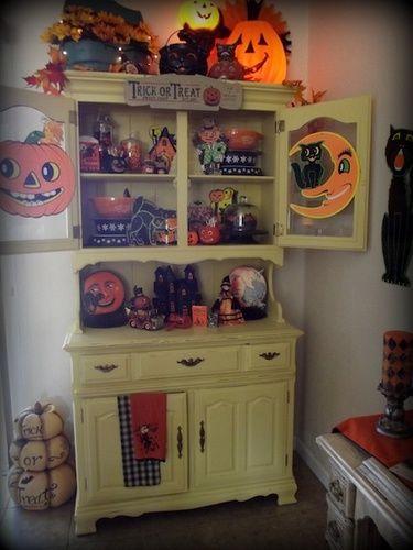 Halloween Hutch Displayso cute! Love the old Cardboard - halloween cute decorations