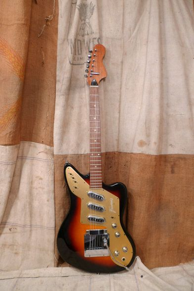 i say ugly they say this is a very cool framus strato de luxe i say ugly they say this is a very cool framus strato de luxe