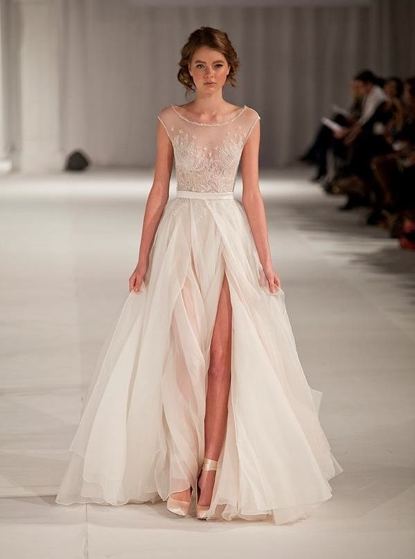 I adore this dress! So romantic! I'd love to walk into a room wearing this dress, in a killer pair of heels, all eyes on me - feeling every inch a beautiful woman.