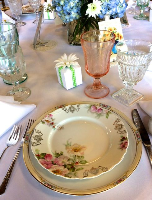 Southern Vintage Table Event A Sweetly Vintage Wedding Vintage Table Beautiful Table Settings Vintage China