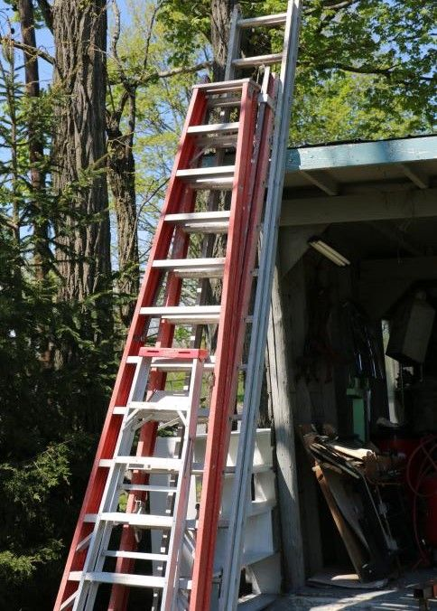Four Ladders Incl 14 Extension 12 Extension 12 A Frame And One 6 A Frame Realty Ladder Auction