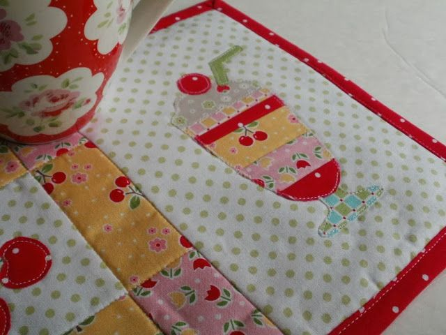 Amy Made That! ...by eamylove: Spring and Summer - Reversible Mug Rug