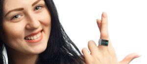 El anillo Smarty Ring tendrá un costo de 175 dólares para todos aquellos que colaboren en forma temprana con la campaña en Indiegogo, y una vez que se produzca en masa y llegue a las tiendas, se venderá en un precio estimado de 275 dólares, este producto tendrá su lanzamiento al mercado el mes de abril de 2014. - See more at: http://ferias-internacionales.com/blog/smarty-ring-el-anillo-inteligente-que-se-conecta-con-tu-celular/#sthash.Od3XvupN.dpuf