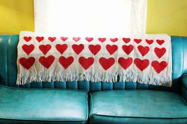 Heart Blanket   10 Ways To DIY Your Way Into Fall