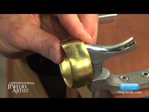 ▶ How to Form Convex Bracelets with Fretz Tools - YouTube - Come fare un bracciale convesso