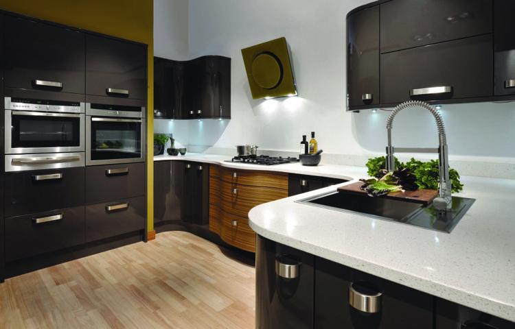 Küchenzeile modern hochglanz  Küche modern -hochglanz-arbeitsplatte-verspiel-design-oval   Küche ...