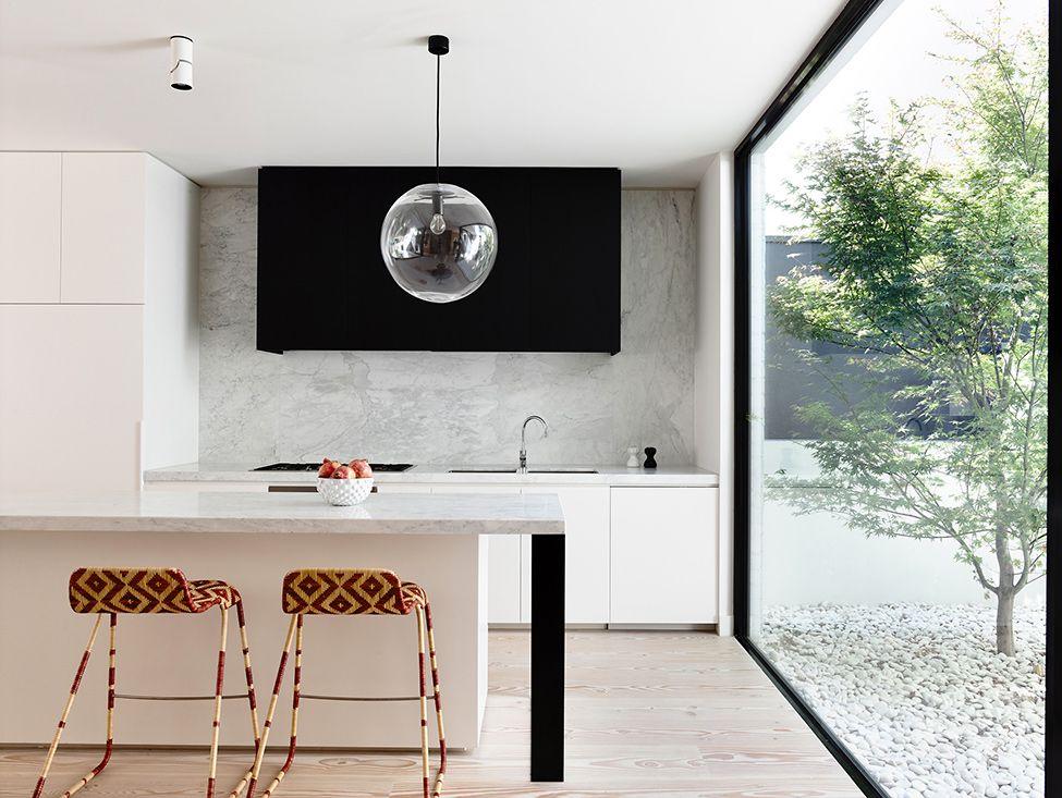 Diseño de casa de dos plantas construida en terreno pequeño, moderna ...