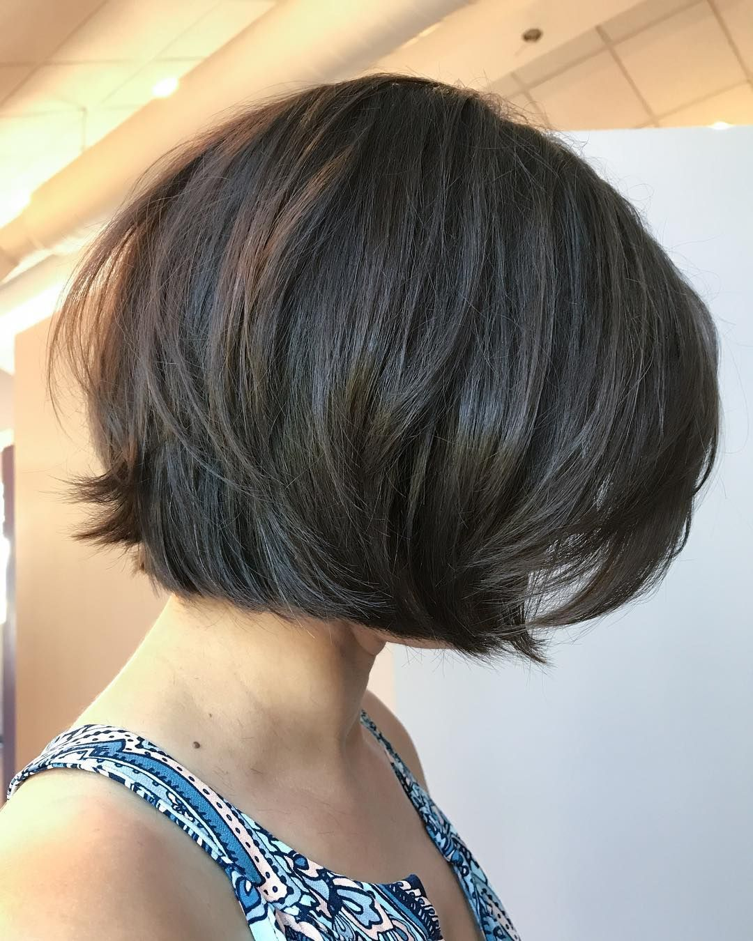 Switching It Up How Cute Is This Razored Texturized Bob On Beth I Love Short Hair Mit Bildern Frisuren Frisuren Mit Pony Kurzhaarfrisuren Mit Fransen