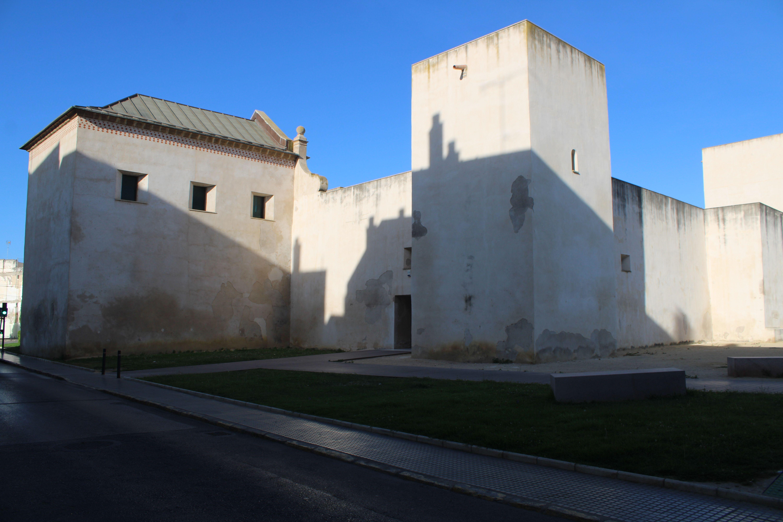 entrada principal al Castillo de San Romualdo en San Fernando