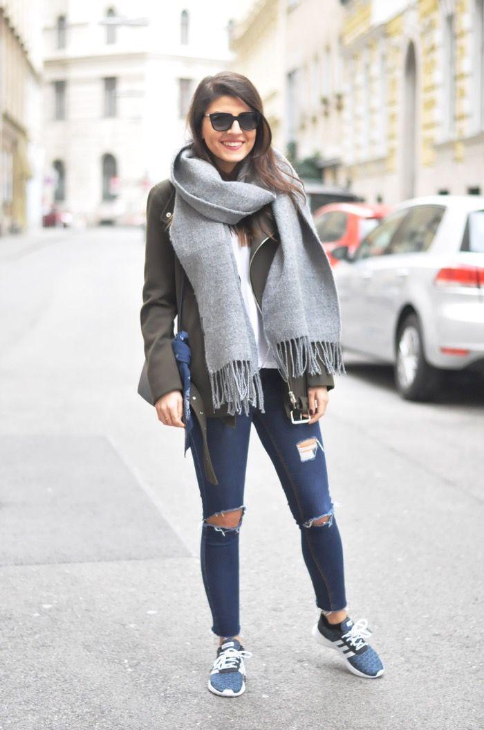 Adidas Lite Racer, Khaki Bomber Coat & Ripped Jeans | Winterkleid, Biker,  Jeans