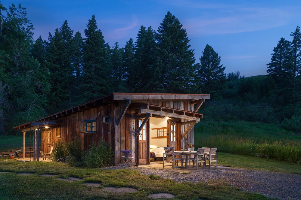 13 Incredible Cabins To Bookmark On Airbnb In 2020 Cabin Bozeman Outside Magazine
