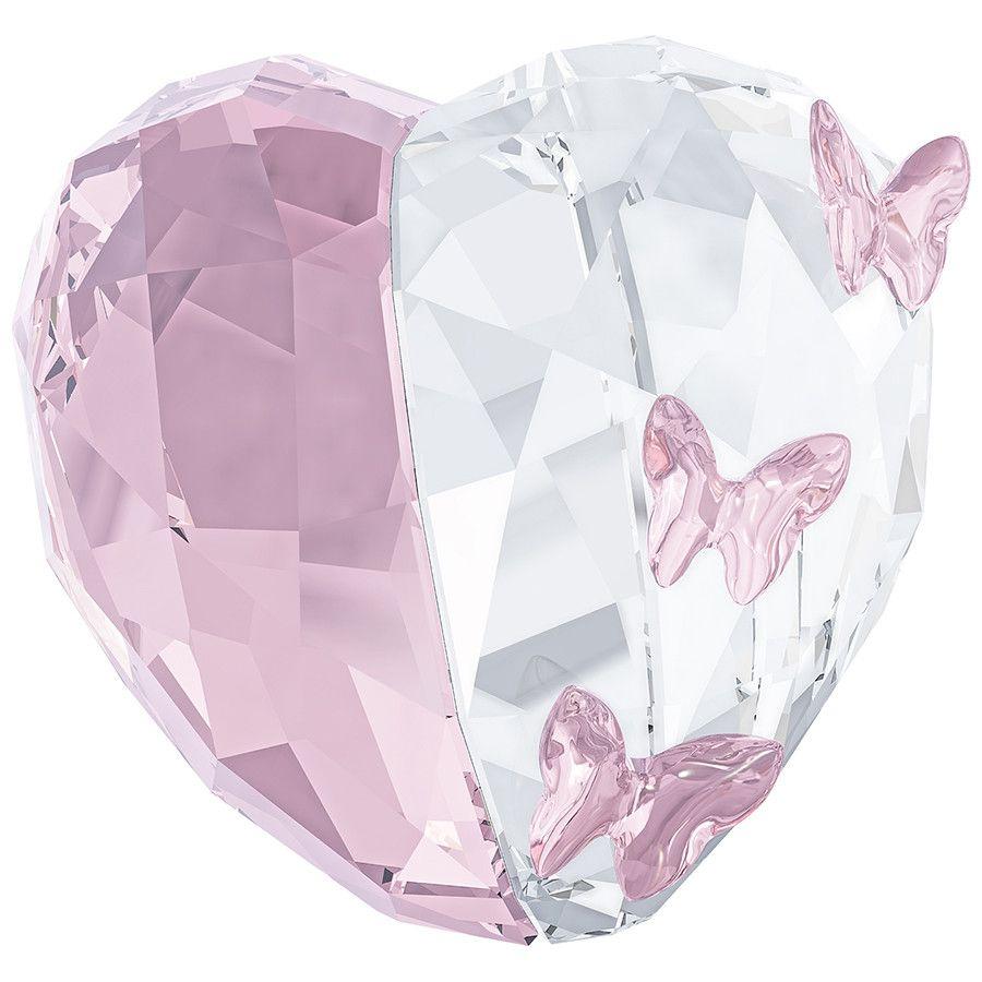 #Swarovski realizza il simbolo romantico per eccellenza: un #cuore proposto nelle nuance dei cristalli Clear e Light Amethyst che ne interpretano le due metà. L'aggiunta di un delicato volo di #farfalle, di dimensioni diverse, anima la creazione.