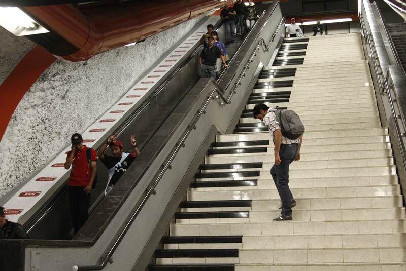 Escalera musical metro de Santiago de Chile