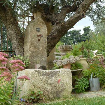 Petite fontaine rustique avec bassin massif en pierre - Petite fontaine de jardin pas cher ...