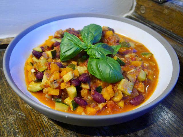Lidt a la vores klassiske med grøntsager/feta/paste men i en ny variation m. bønner m.m. Nem og lækker!