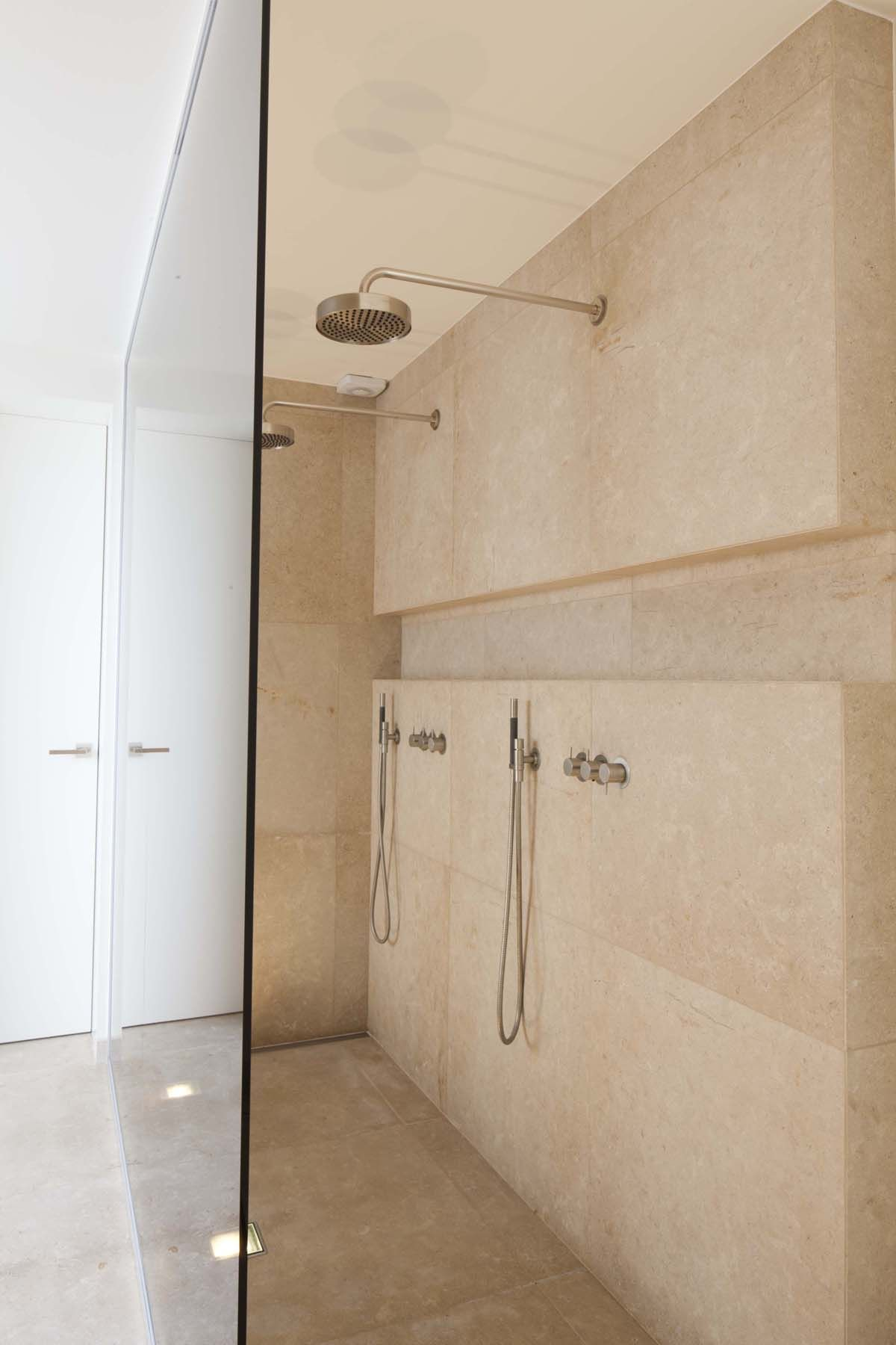 inspiratie natuursteen in de badkamer badkamer pinterest