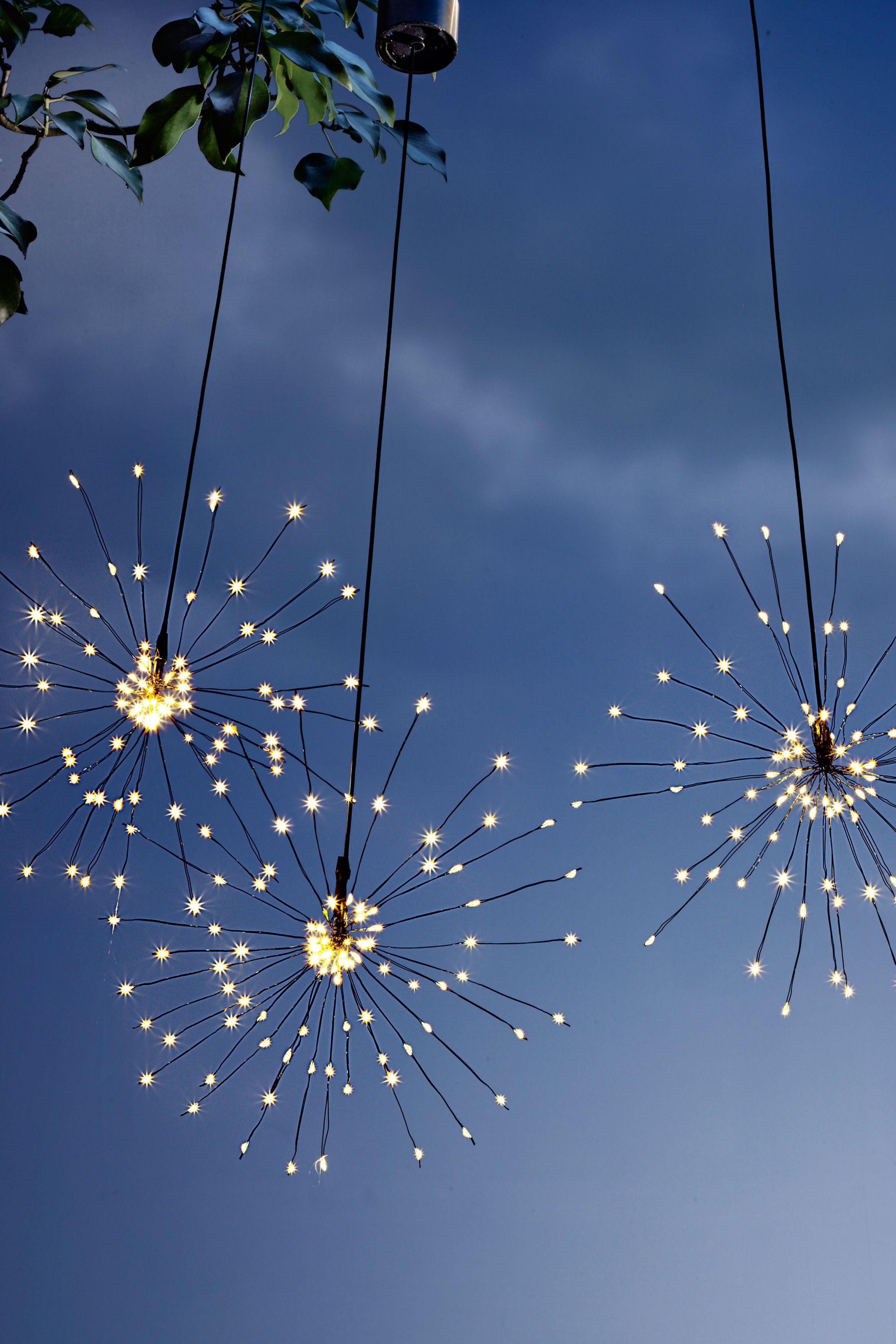 Dekorieren Sie Zauberhafte Lichtstimmung Im Dunkeln Wirkt Es Als Schwebten Wolkchen Aus Zar In 2020 Licht Im Garten Terrasse Dekorieren Beleuchtung Garten