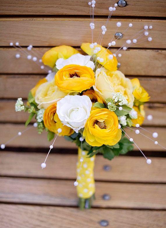 Mazzo Di Fiori Legato.Yellow White Bouquet Yellow White Ranunculus Bouquet Yellow