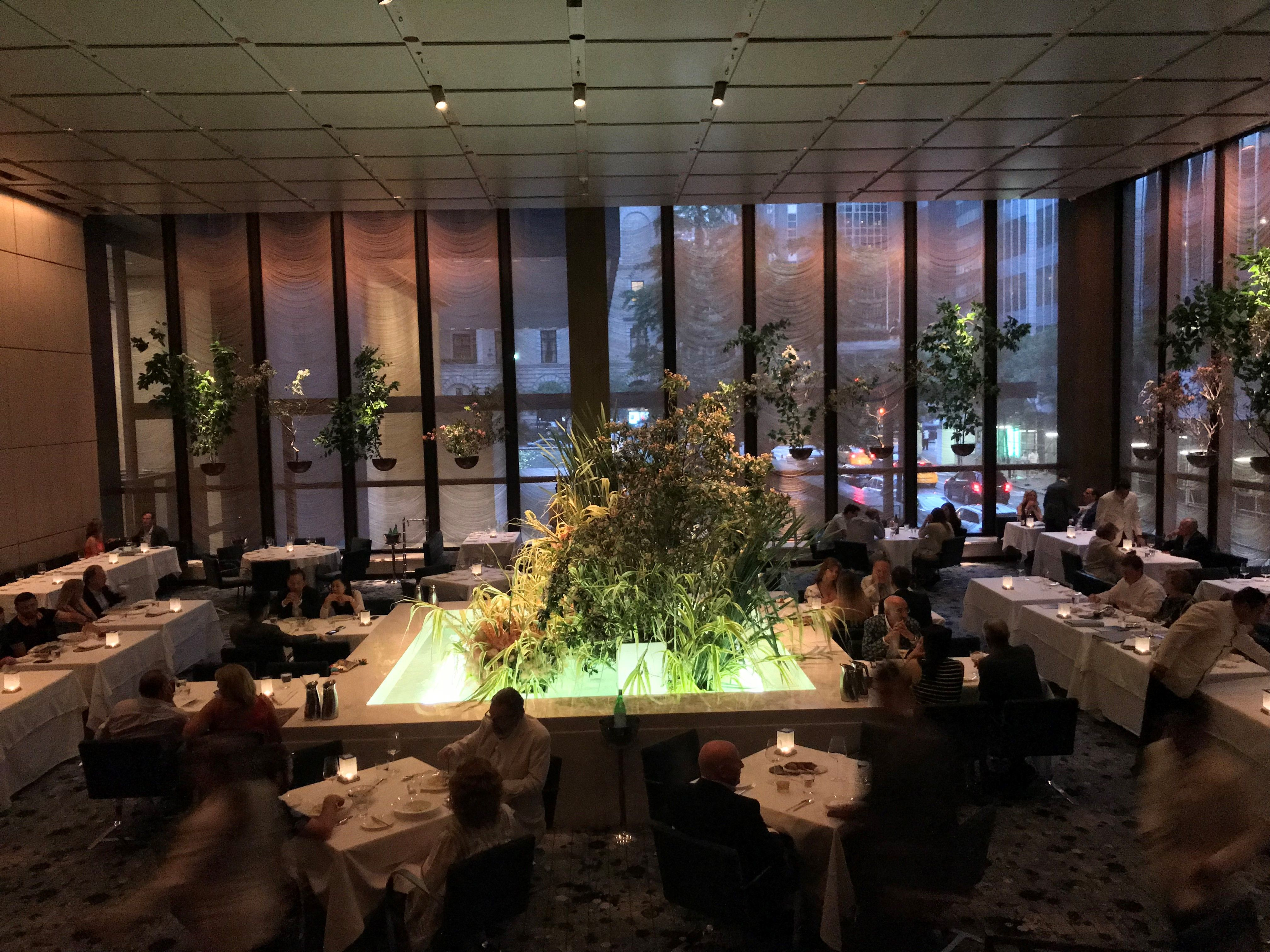 New York Many Of Manhattan S Best Restaurants And Bars Used To Have An Air Drama A Sense Mystery Dash Elegance