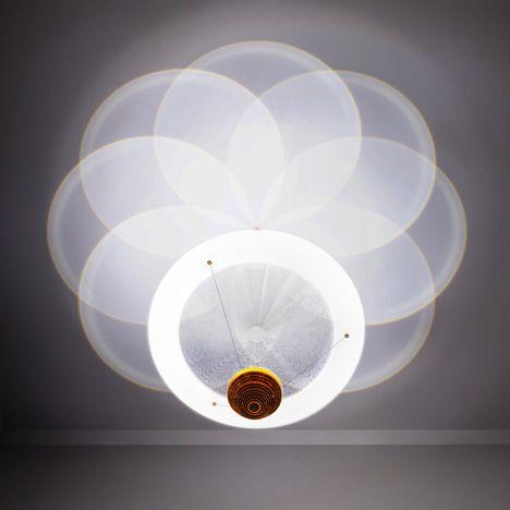 Candeeiros RSA House, pelos designers londrinos Troika.  RSA House chandeliers by London designers Troika.