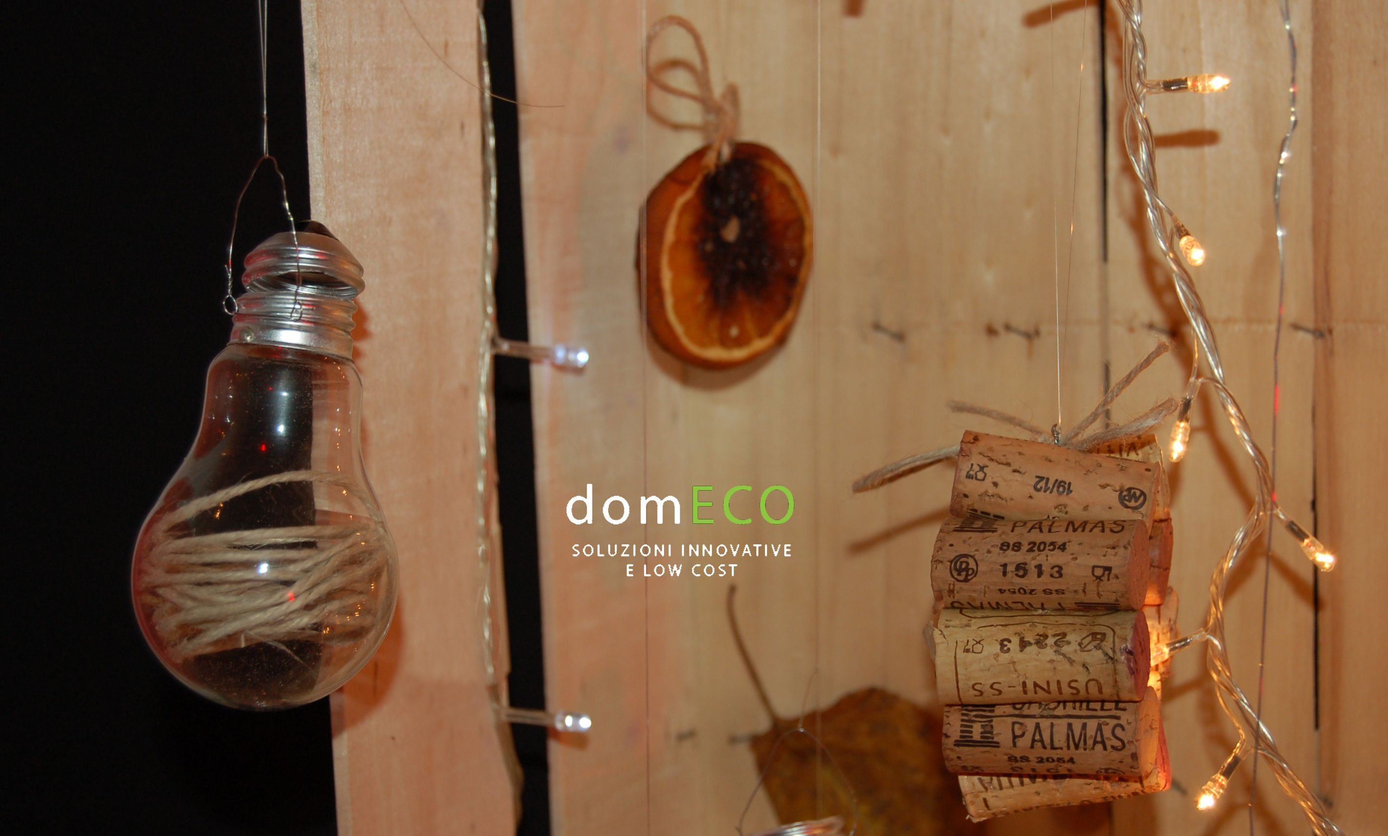 Fruit crates xmas installation by domECO. All decorations are recycled. www.domeco.it