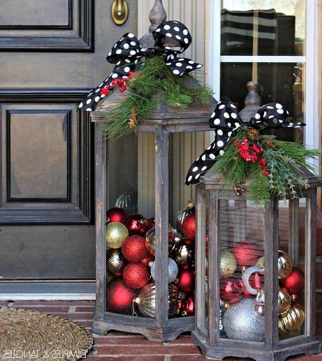 Awesome Winter Front Door Decor Ideas Front Door Christmas Decorations Christmas Garden Decorations Christmas Front Doors