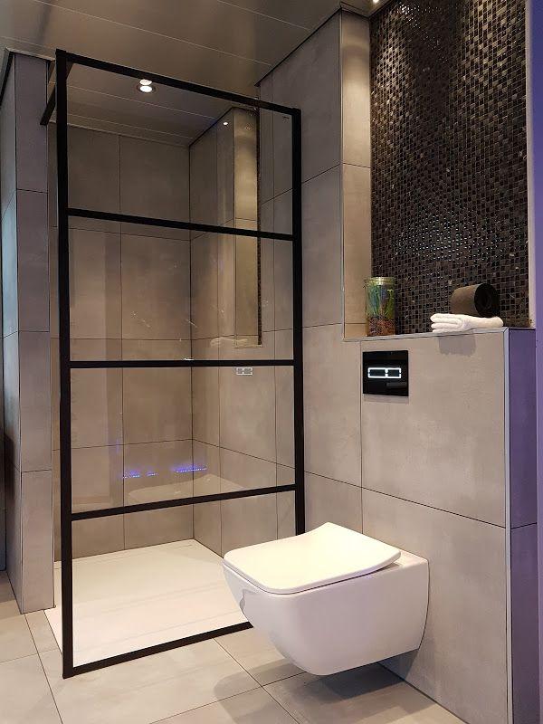 Mooie stoere douchewand, zwart. betonlook tegels, douchevloer en ...