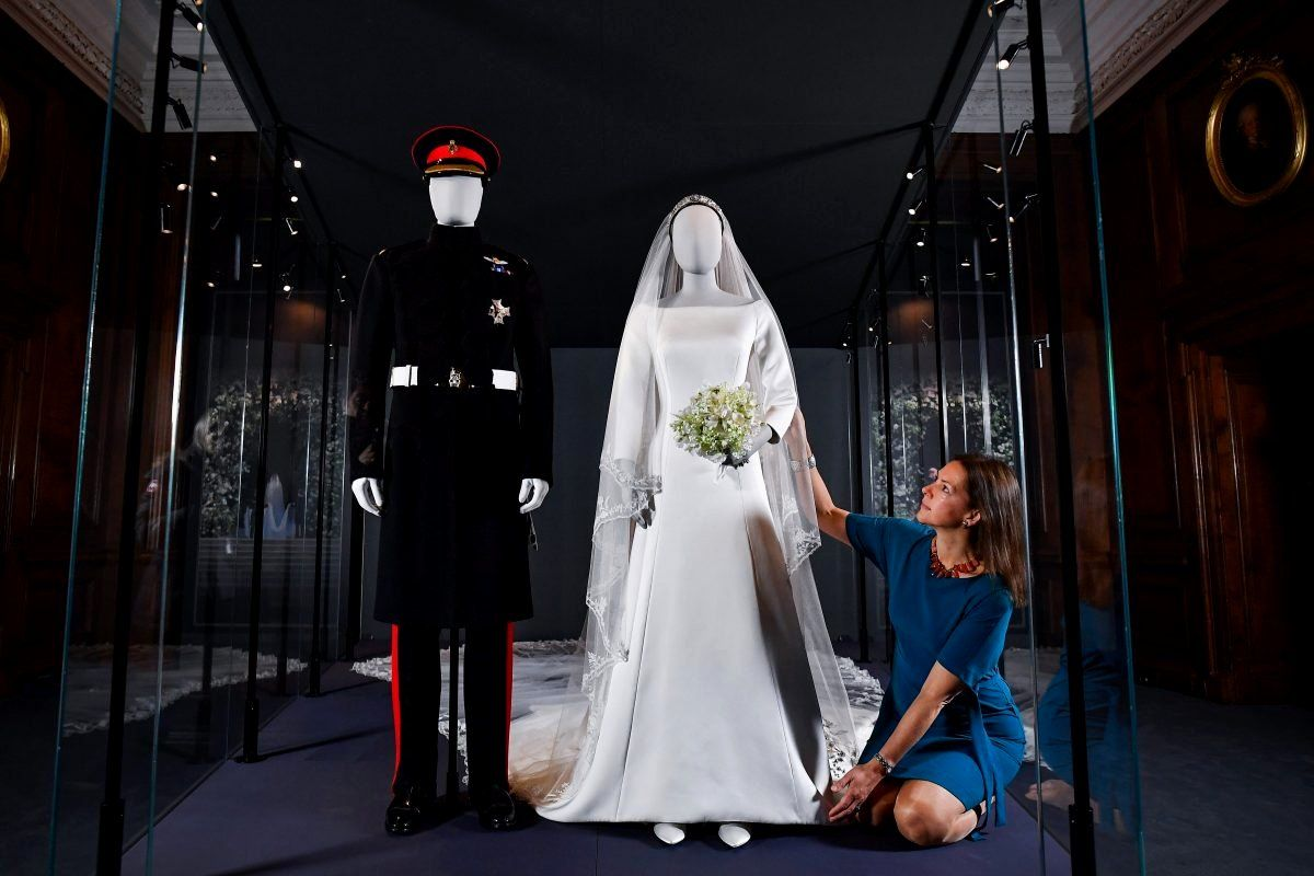 Mother In Law Wore Wedding Dress Awesome Meghan Markle S Wedding Dress On Display At The Edinbu Meghan Markle Wedding Dress Wedding Dresses Wedding Dress Train