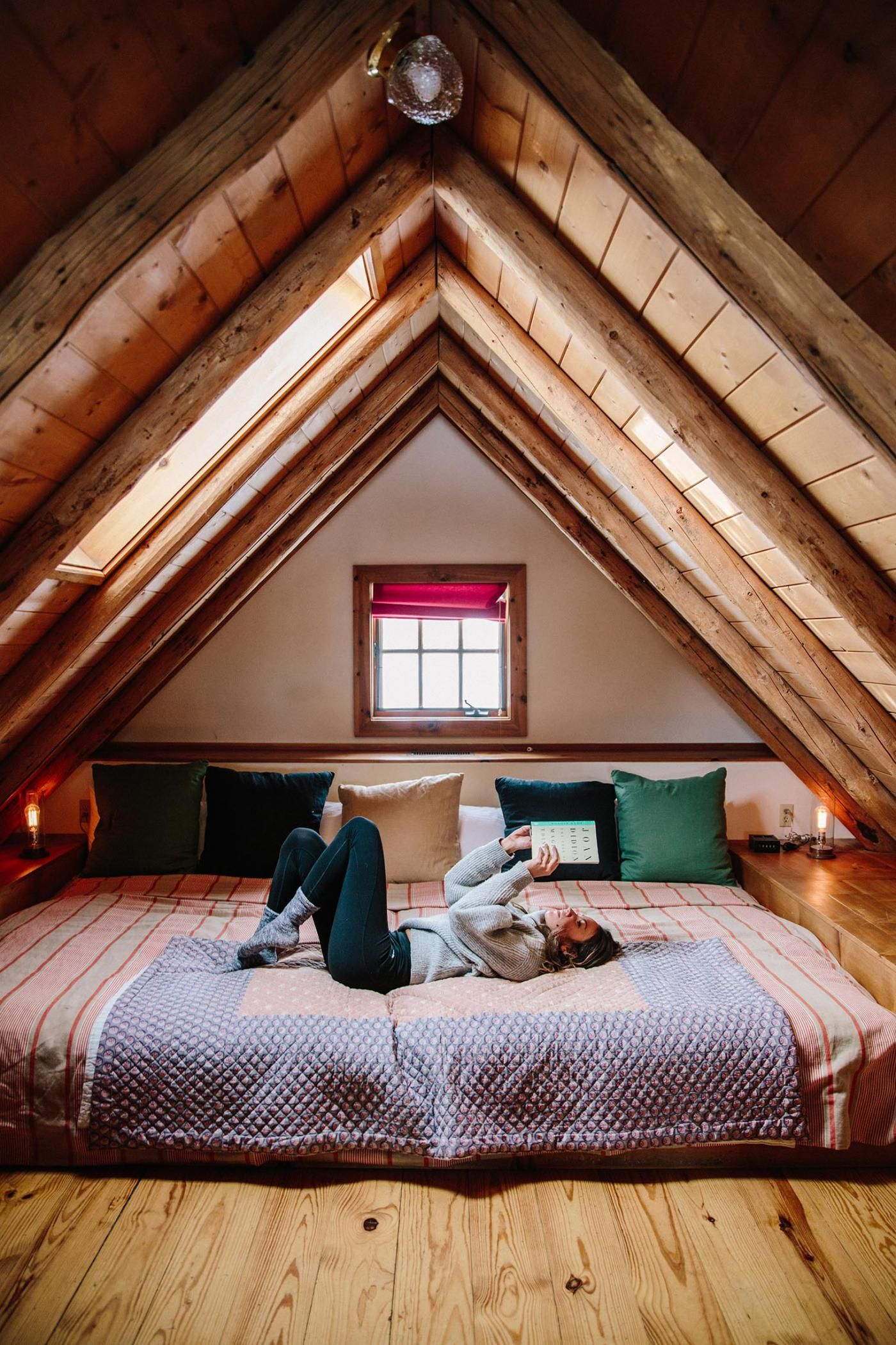 40 Cozy Cabins And Homes That Are The Perfect Escape For Your Next Friendcation Attic Bedroom Designs A Frame House Huge Bedrooms