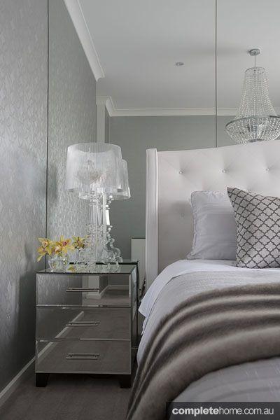 5 Mirrored Gl Bedside Table Mimo Italian Elegance Jpg 400 600 Pixels