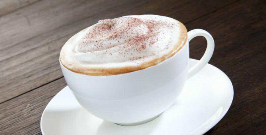 Napravite pjenicu za cappuccino u samo 1 minutu – bez aparata za kavu