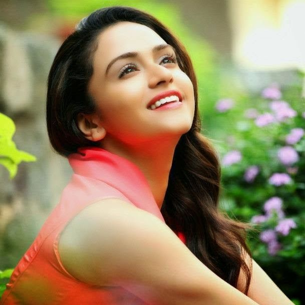 amruta khanvilkar married