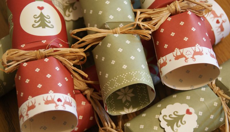 Make your own christmas crackers with our free template trimcraft make your own christmas crackers with our free template trimcraft solutioingenieria Image collections