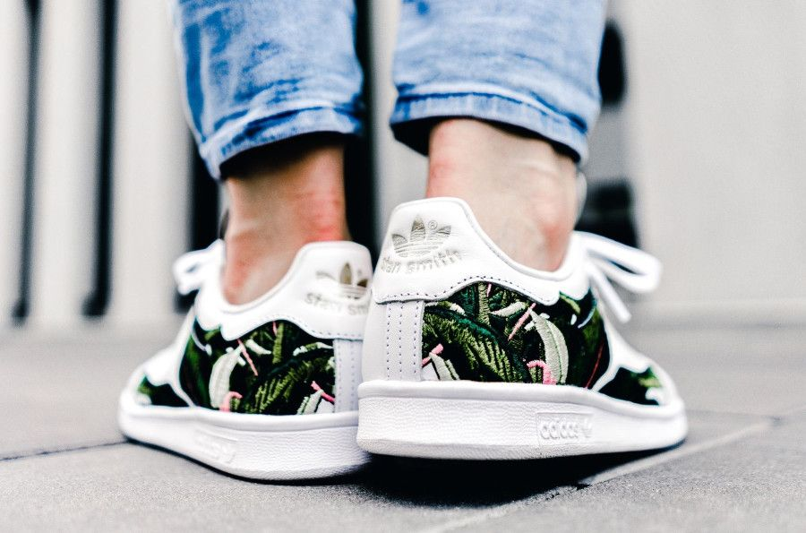 adidas stan smith blanche fille feuilles brodées on feet