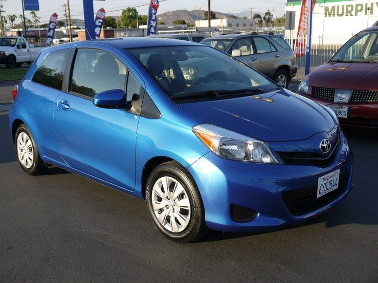 2013 toyota yaris le 1500 miles one previous owner under