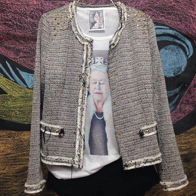 pra começar a segunda em outro nível  compre on-line  www.spoil.com.br  #queen #elizabeth #rainha #tee #tshirt #ootd #look #monday