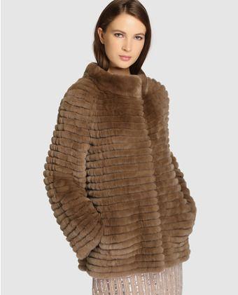 98e8d5af0182 Abrigo corto de mujer De la Roca realizado en rex y castor ...